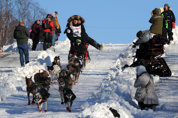 Roger Lee of England entertains spectators as his team descends the Cordova Street hill during the Iditarod Trail Sled Dog Race ceremonial start on Saturday, March 4, 2017, in Anchorage. (Erik Hill / Alaska Dispatch News)