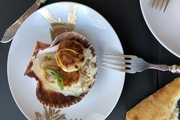 Creamed scallops with sherry and lemon (Photo by Kim Sunée)