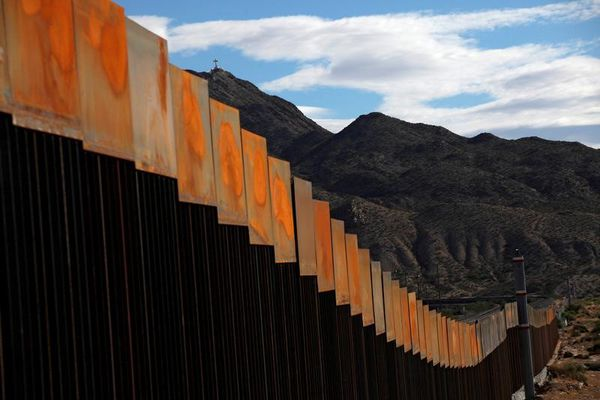 A general view shows a newly built section of the U.S.-Mexico border wall at Sunland Park, U.S. opposite the Mexican border city of Ciudad Juarez, Mexico, November 9, 2016. Picture taken from the Mexico side of the U.S.-Mexico border. REUTERS/Jose Luis Gonzalez/File Photo