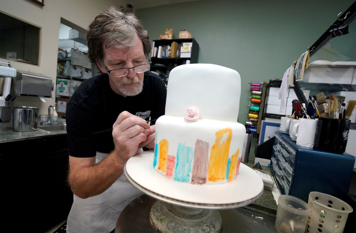 Baker Jack Phillips decorates a cake in his Masterpiece Cakeshop in Lakewood, Colorado, on September 21, 2017. REUTERS/Rick Wilking/File