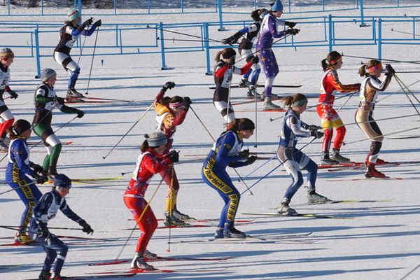 Erik Hill/Anchorage Daily News Skiers leave the starting line in the girls 7.5-kilometer freestyle race at the state cross-country skiing championships Thursday afternoon February 22, 2007 at Kincaid Park. 2/22/07 070222 Nordic Skiing State Championships at Kincaid Park, girls 7.5-K freestyle race start