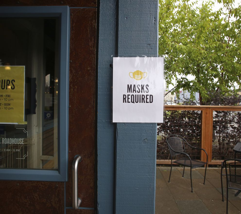 A notice requiring patrons to wear masks is posted at the entrance of Spenard Roadhouse on July 22, 2020. (Emily Mesner / ADN)