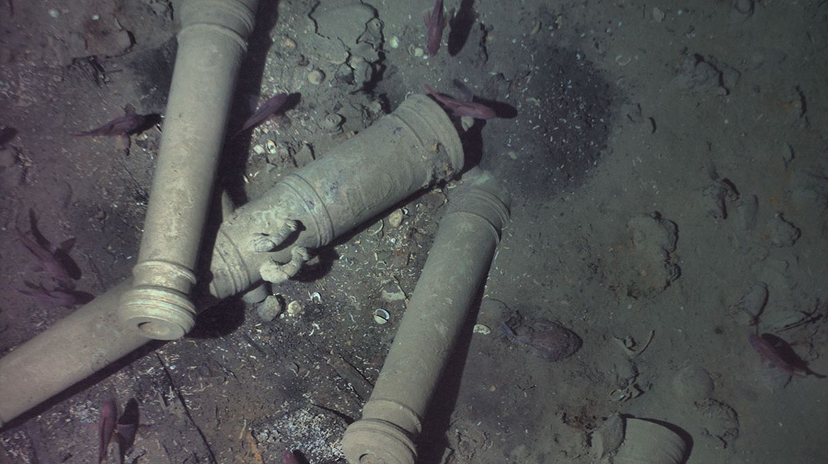 To confirm the wreck's identity, REMUS descended to just 30 feet above the wreck where it was able to capture photos of a key distinguishing feature of the San José-its cannons. REMUS image, Woods Hole Oceanographic Institution