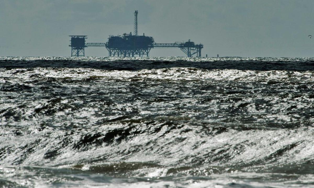 FILE: A drilling platform off Dauphin Island, Alabama. REUTERS/Steve Nesius