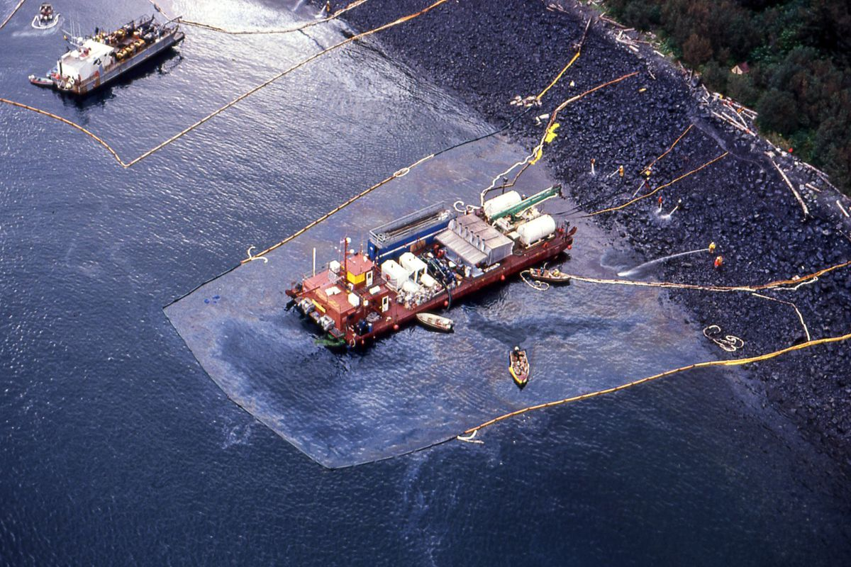 exxon valdez research paper Read this essay on exxon valdez come browse our large digital warehouse of free sample essays get the knowledge you need in order to pass your classes and more.
