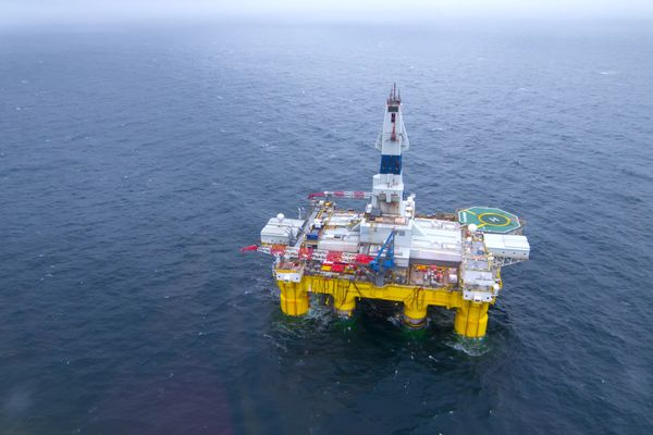 Royal Dutch Shell's drilling rig, Polar Pioneer,in action in the Chukchi Sea. (Photo by Mark Fink / Shell)