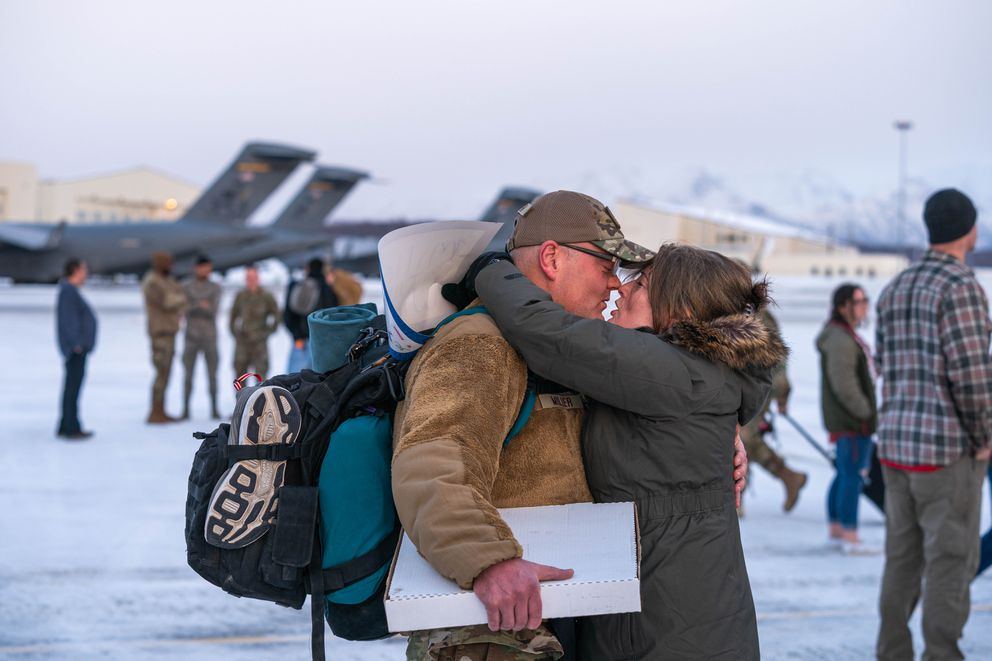Master Sgt. Thomas Miller gets a kiss from his girlfriend Heidi Cestaro. (Loren Holmes / ADN)