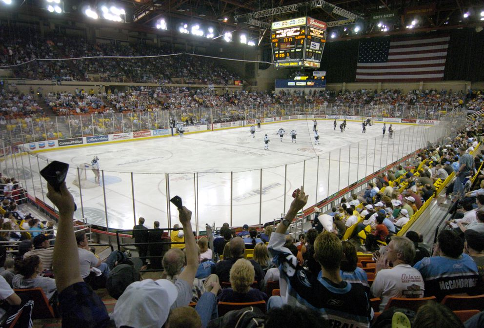 A sellout crowd watches Game 1 of the 2006 Kelly Cup finals at Sullivan Arena. (Bill Roth / ADN archives)