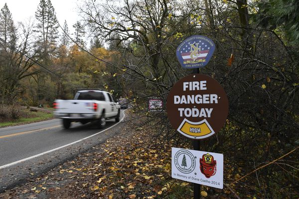 A fire danger sign greets visitors to Alta Sierra. MUST CREDIT: Washington Post photo by Ricky Carioti