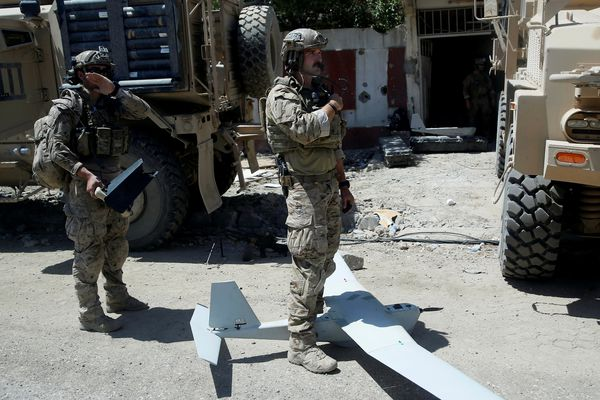 U.S. soldiers are pictured as they prepare to fly a drone at the site of fighting between the Iraqi forces and Islamic State militants in Mosul's al-Zanjili's district in Iraq June 7, 2017. REUTERS/Erik De Castro