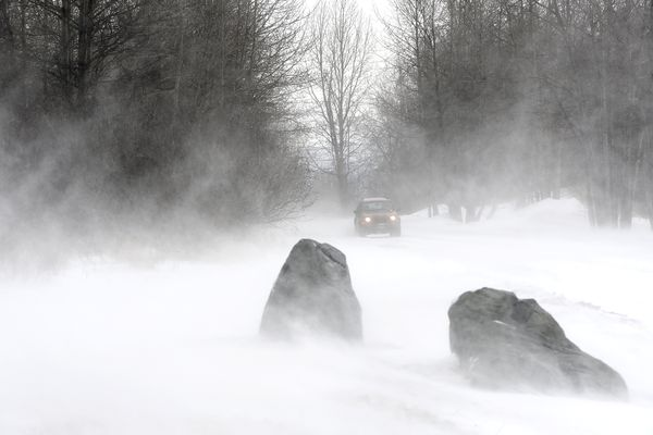 A gust of wind kicks up the recent snowfall at Point Woronzof on Thursday, April 8, 2021. (Bill Roth / ADN)