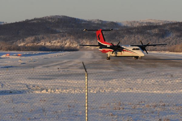 A Ravn Dash 8 prepares to take off from the Aniak Airport for a return flight to Anchorage on Monday, Jan. 9, 2017. (Bill Roth / Alaska Dispatch News)