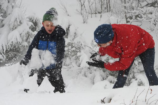 Raaf Bailey, 6, who is experiencing snow for the first-time since moving to Anchorage from Sydney, Australia, had a snowball fight with his mother Susannah Bailey in several inches of fresh spring snow at the Glen Alps Trailhead in the Chugach State Park on Wednesday, April 17, 2019. (Bill Roth / ADN)