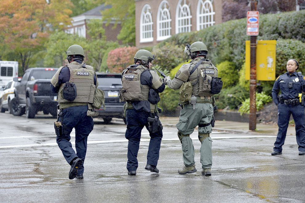 Polikce respond to an active shooter situation at the Tree of Life synagogue on Wildins Avenue in the Squirrel Hill neighborhood of Pittsburgh, Pa., on Saturday, October 27, 2018. (Pam Panchak/Pittsburgh Post-Gazette via AP)