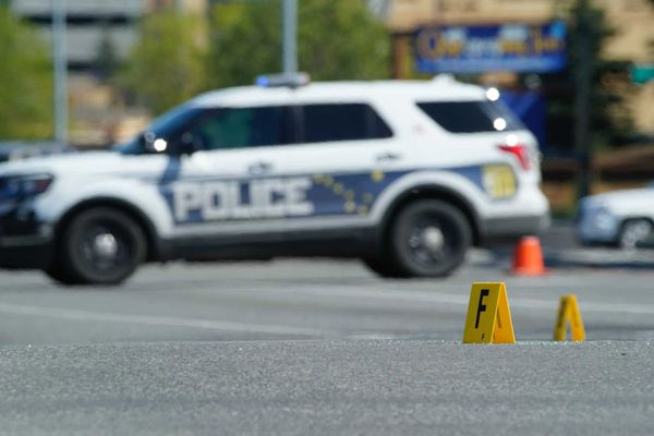 Anchorage police investigate the scene of a shooting at 36th Av. and Arctic Blvd., Wednesday, May 26, 2021. (Loren Holmes / ADN)