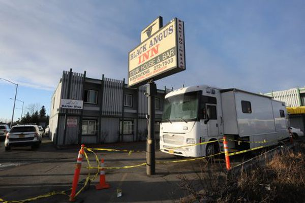 Anchorage police conduct a death investigation at the Black Angus Inn on Thursday, Nov. 8, 2018. (Bill Roth / ADN)