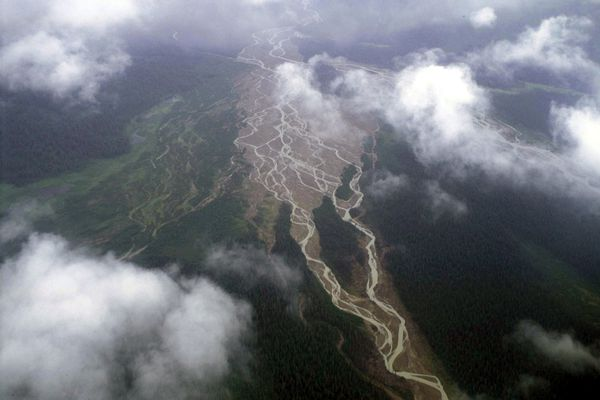 An aerial view of rivers in Lake Clark National Park in 2000. (Marc Lester / Alaska Dispatch News)