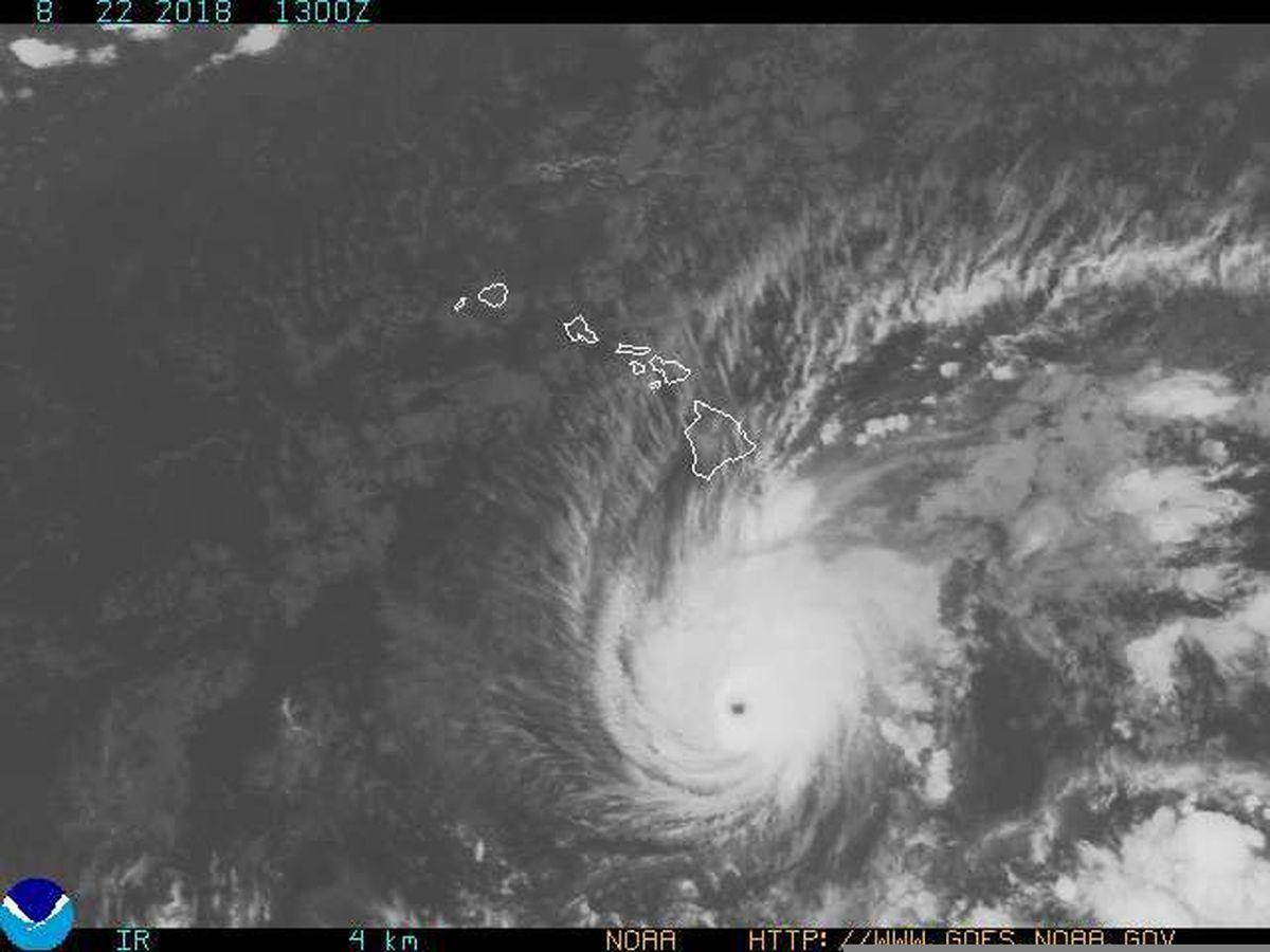 Hurricane Lane weakens but still packs a wallop in approach