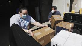 U.S. states share, get creative in hunt for medical supplies
