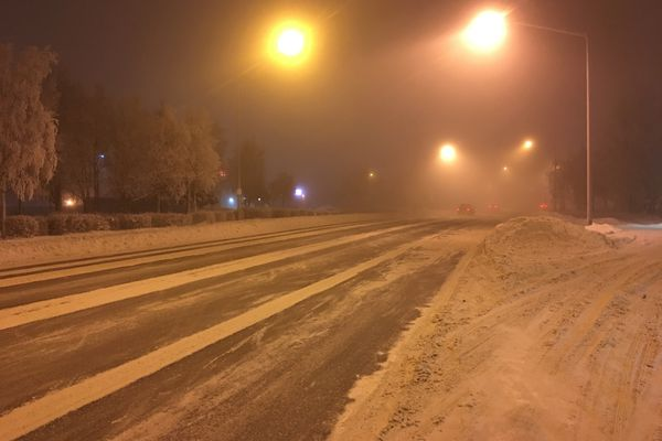 Traffic moves through fog on Benson Boulevard in Anchorage on Tuesday, Jan. 3, 2017. (Chris Klint/ADN)