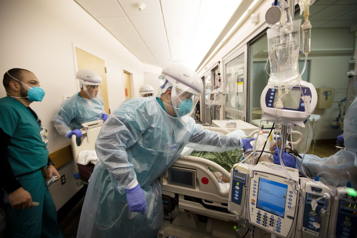 A COVID patient is intubated and on a ventilator inside Providence Saint John's Health Center on Tuesday, Dec. 15, 2020 in Santa Monica, CA. (Francine Orr / Los Angeles Times)