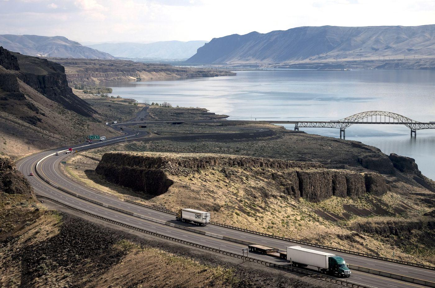 Interstate 90 runs along the Columbia River near Vantage, Wash. Washington Post photo by Bonnie Jo Mount
