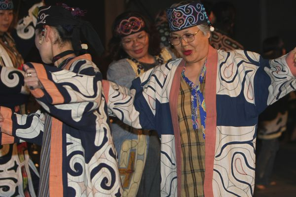 ** FILE ** Ainu's audience enjoy in a concert of the Indigenous Peoples Summit in Sapporo, northern Japan, Friday, July 4, 2008. Rebelling against a history of institutionalized discrimination, the Ainu want greater political recognition and the rescue of a culture that has been nearly wiped out by government assimilation policies and social pressure to conform. (AP Photo/Shizuo Kambayashi) ** zu unserem KORR. **