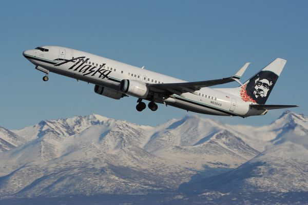An Alaska Airlines Boeing 737-890 departs from Ted Stevens Anchorage International Airport en route to Honolulu on Monday, Mar. 4, 2019. (Bill Roth / ADN)