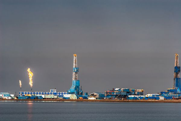 Flames shoot from oil processing facilities at Prudhoe Bay in Deadhorse (iStock / Getty Images)