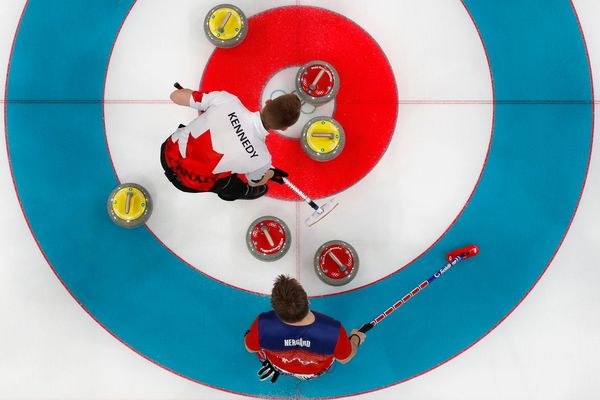 Vice-skip Marc Kennedy of Canada and vice-skip Torger Nergaard of Norway in action during the Men Round Robin curling match. (REUTERS/Cathal McNaughton)