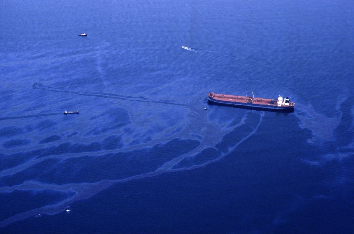 Oil spills from the crippled tanker Exxon Valdez the morning of March 24, 1989, after the vessel ran aground on Bligh Reef in Prince William Sound. (Erik Hill / ADN archive)