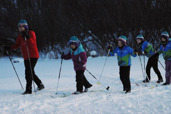 Vicky Ho, left, skis with Polar Cub beginners Lidia Driscoll, from left, Margot Haney, Dora Delhez and Delaney McDonough at Kincaid Park on Wednesday evening, Feb. 28, 2018. (Bill Roth / ADN)