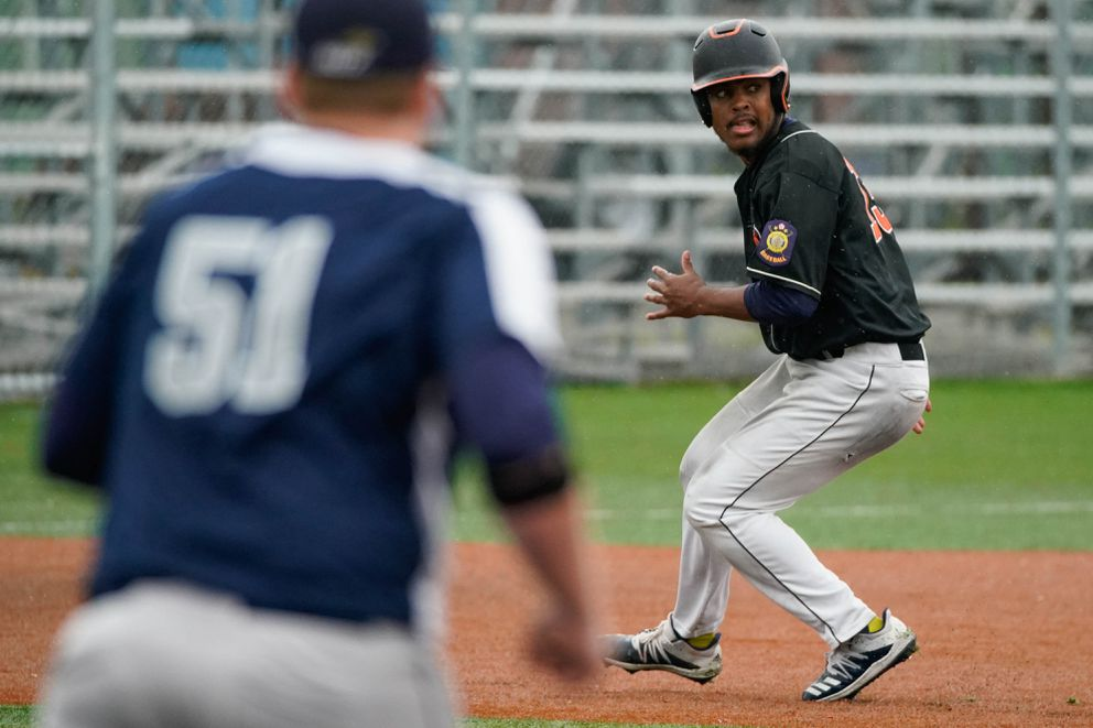 Shawn Jones of the West Eagles watches the ball as he runs between second and third base. (Loren Holmes / ADN)
