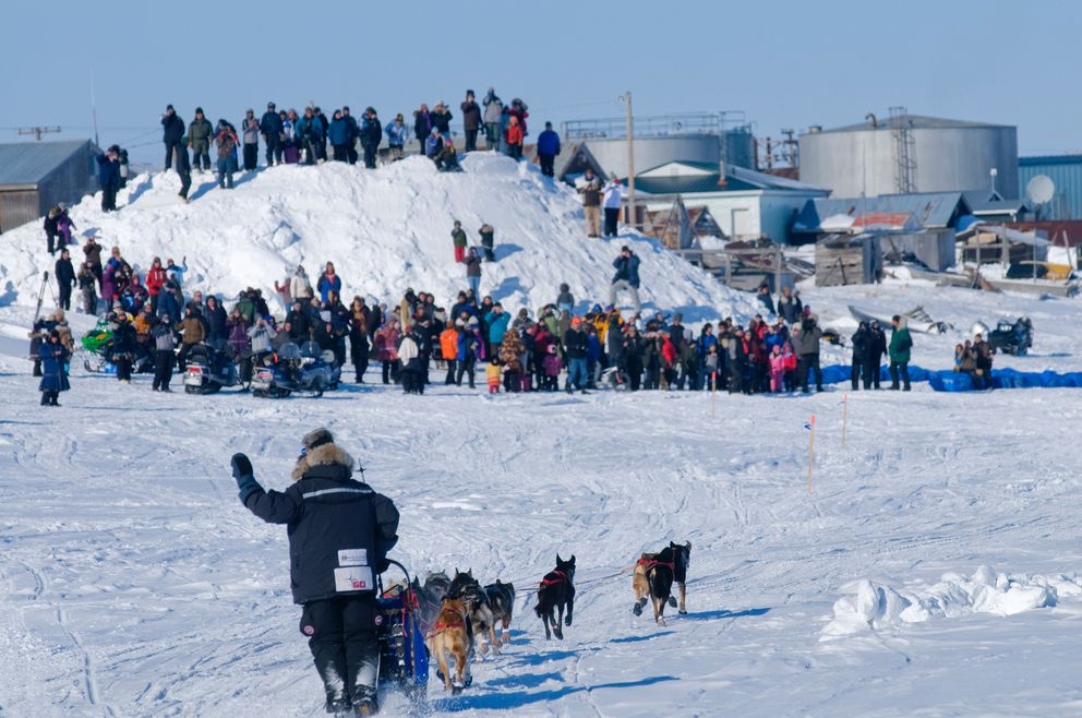 Lance Mackey waves to Iditarod fans as he arrives in Unalakleet on Sunday, March 15, 2009. (Marc Lester / Anchorage Daily News)