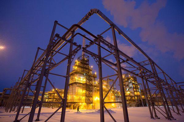 Lights illuminate the low-temperature isomerization unit at the Novokuibyshevsk oil refinery plant in Novokuibyshevsk, Russia. (Andrey Rudakov/Bloomberg News)