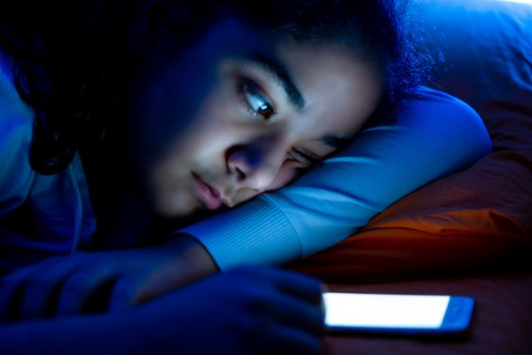 smartphone, sleep, sleepless and young girl/insomnia