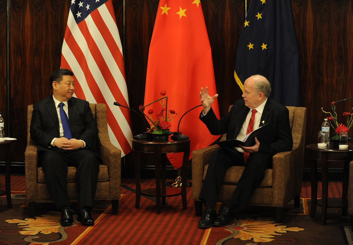 China President Xi Jinping and Alaska Gov. Bill Walker meet at the Hotel Captain Cook on April 7, 2017. (Bob Hallinen / Alaska Dispatch News)