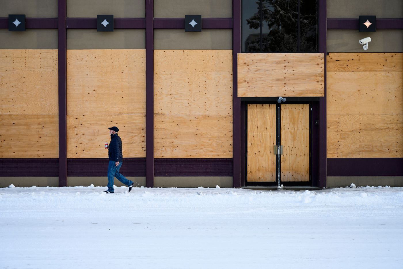 Windows and doors are boarded up at Hard Rock Cafe. (Marc Lester / ADN)