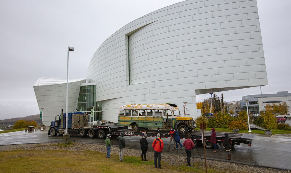 Bus 142 in front of University of Alaska Museum of the North, Sept 24, 2020. (Photo by Roger Topp / UA Museum of the North)
