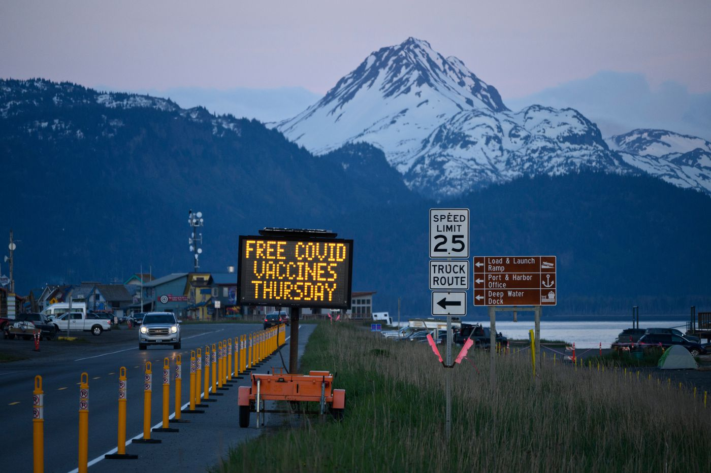 A sign on the Homer Spit announces a pop-up COVID-19 vaccine clinic. (Marc Lester / ADN)