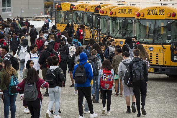 West High School students stream toward the buses after the school day ends on April 6, 2018. The Anchorage School District is considering changes to the start and end times of school days for elementary, middle and high schools. (Marc Lester / ADN)
