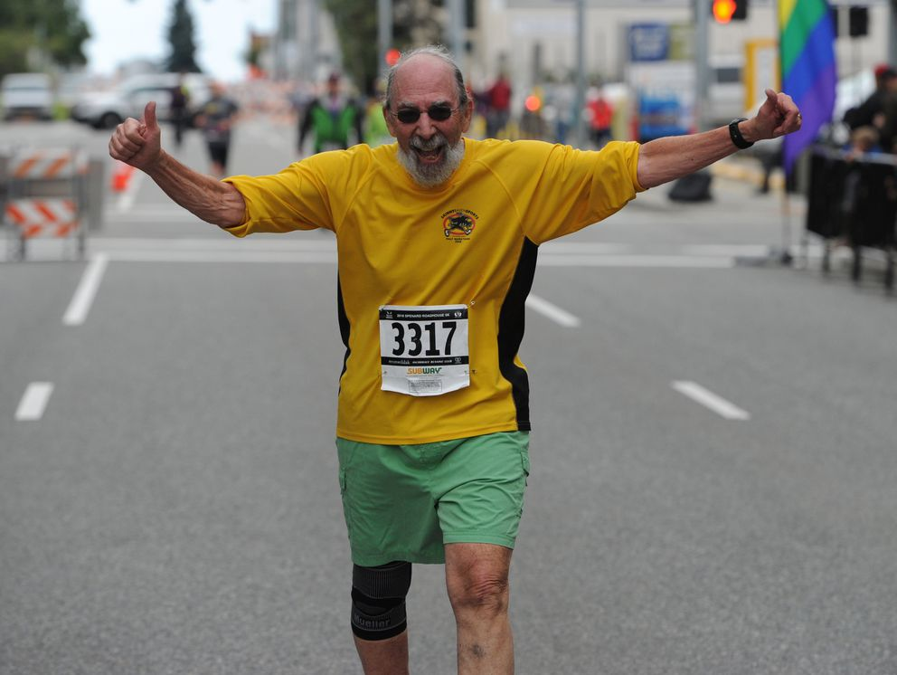 80-year-old Aron Wolf celebrates his 5K finish. (Bill Roth / ADN)
