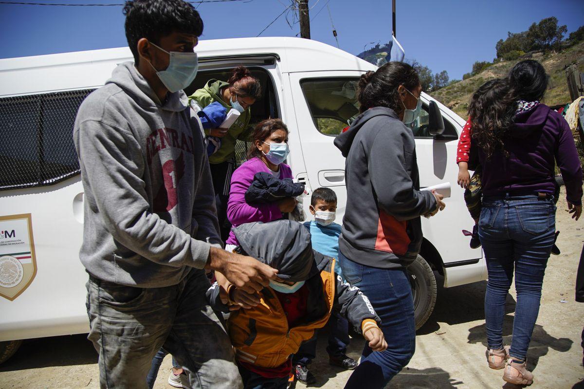 A Mexican government van drops off asylum seekers at Templo Embajadores De Jesus on Thursday, April 8, 2021, in Tijuana, Mexico. (Alejandro Tamayo/The San Diego Union-Tribune/TNS)