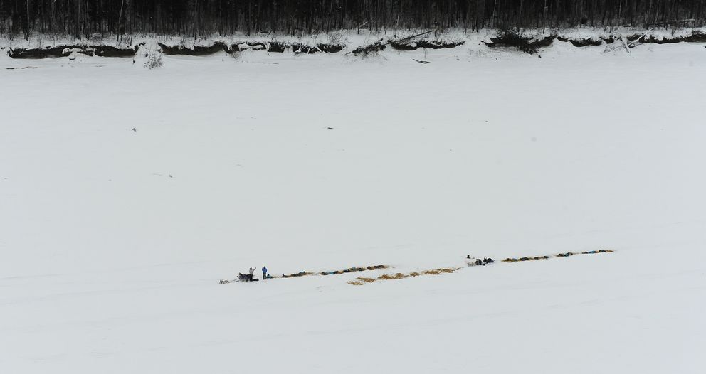 A pair of Iditarod mushers camp out on the frozen Yukon River during the 2017 race. (Bob Hallinen / ADN archive)