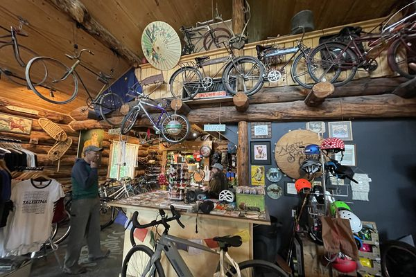Shawn Thelen, right, of North Shore Cyclery in Talkeetna talks to a customer in his bike shop. (Scott McMurren)
