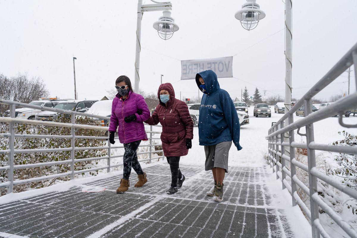 Bethel voters make their way to the polls through a blizzard on Nov. 3, 2020. (Katie Basile / KYUK)