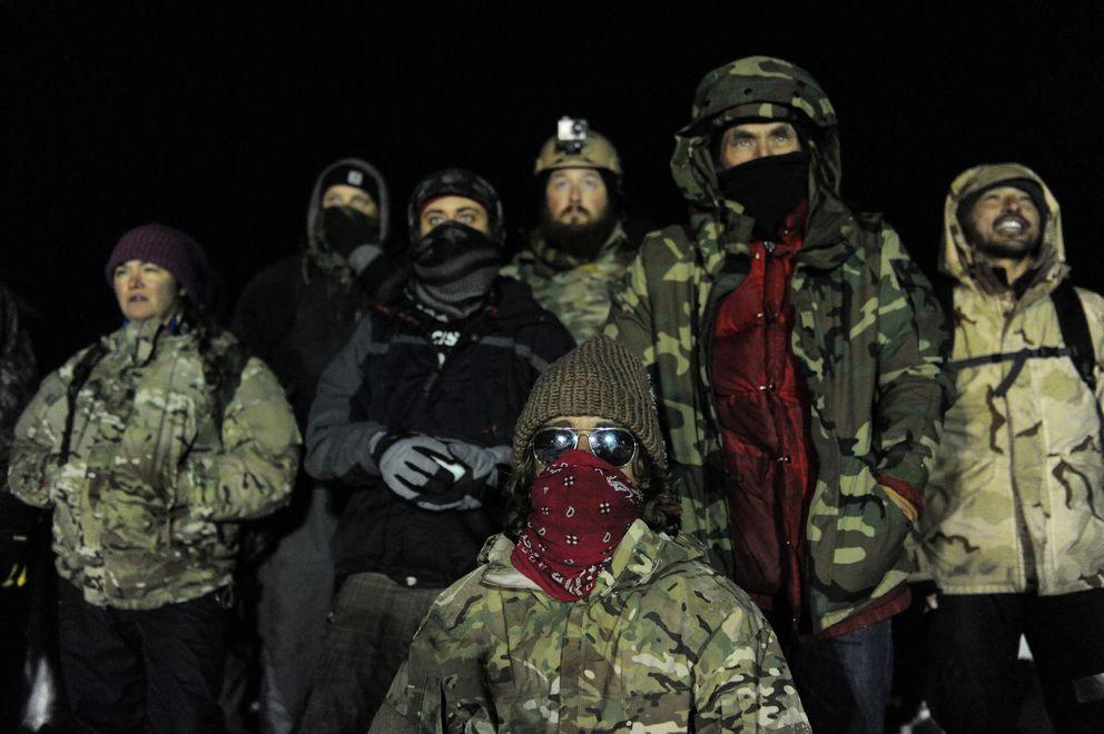 Veterans build barracks for Dakota Access pipeline protesters in the cold