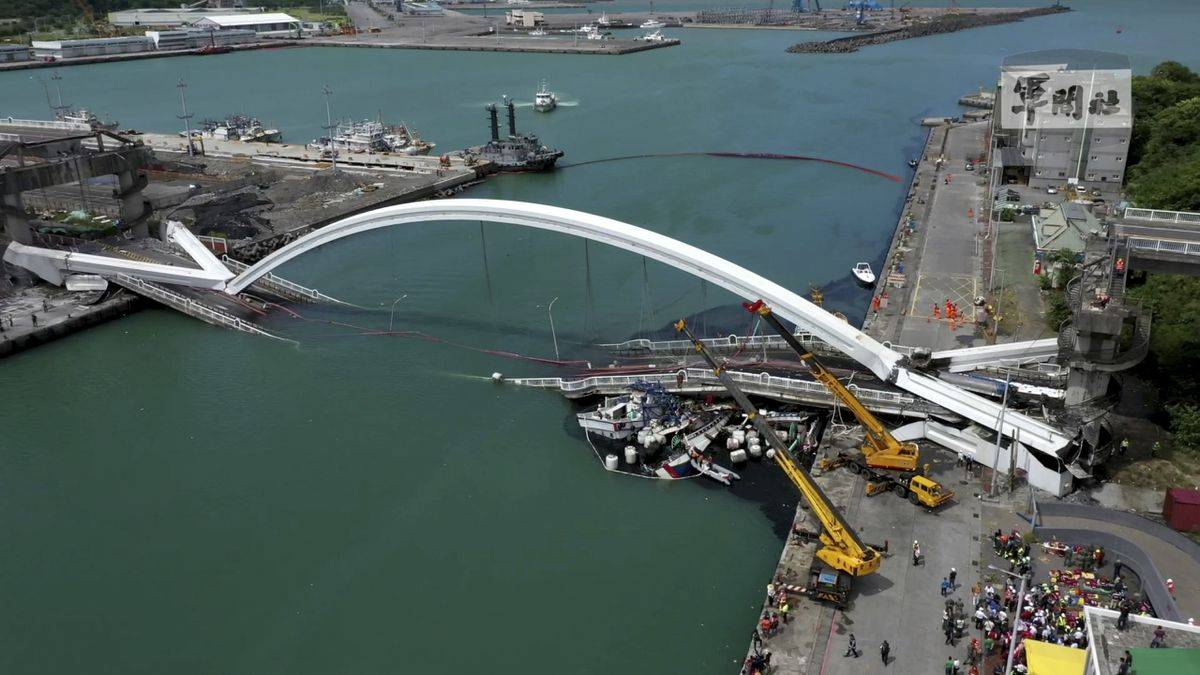 This image made from video provided by Taiwan's Military News Agency shows Nanfangao Bridge, collapsed in Nanfangao, eastern Taiwan, Tuesday, Oct. 1, 2019. The towering arch bridge over a bay collapsed Tuesday, sending a burning oil tanker truck falling onto boats in the water below. (Taiwan's Military News Agency via AP)