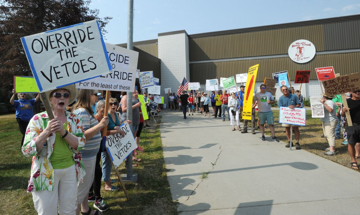 Activists who support a veto override stand across from people who support a full PFD prior to the legislative special session at Wasilla Middle School on Monday, July 8, 2019. (Bill Roth / ADN)