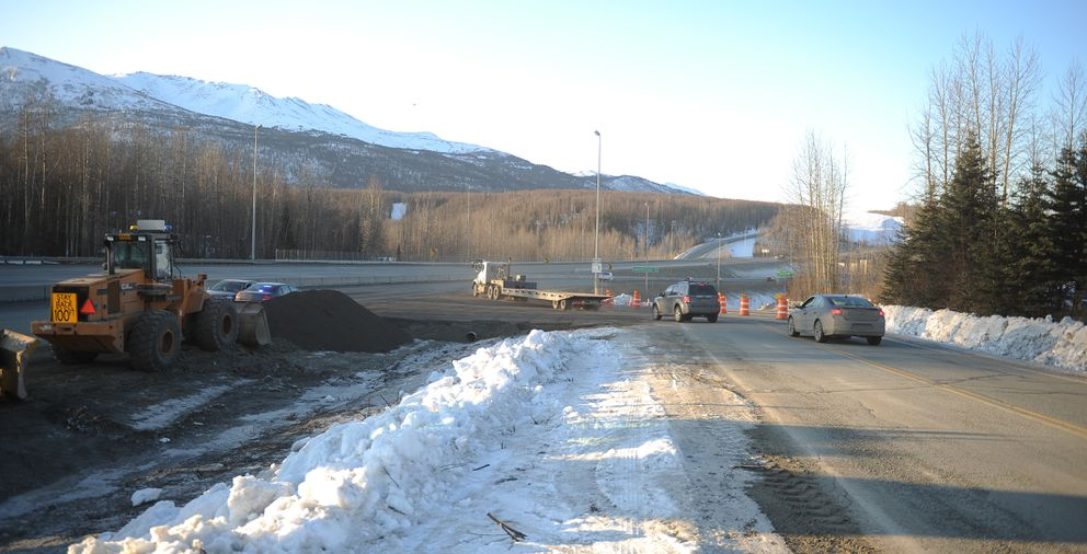 Anchorage-bound vehicles cross a new one-lane access ramp to the Glenn Highway just past the South Eagle River interchange on Friday morning. (Bob Hallinen / ADN)